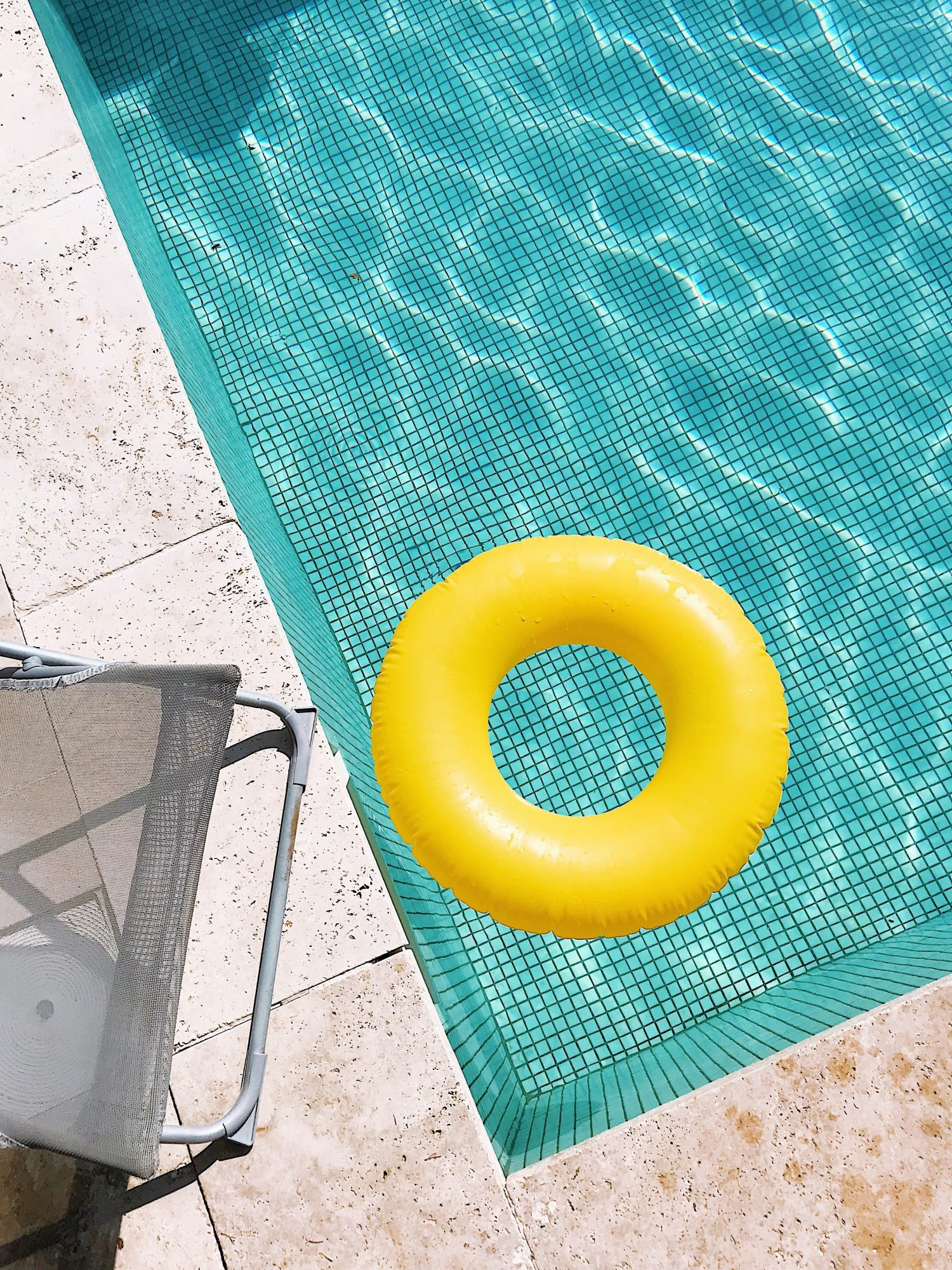 tips for throwing a pool party